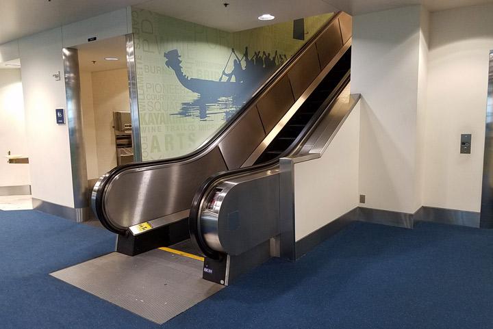 PDX-IAH-Elevator 1